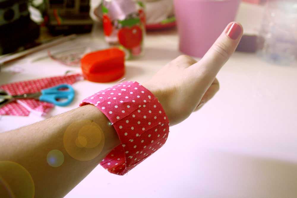 Diy recycler sa bouteille plastique en bracelet - Diy bouteille plastique ...