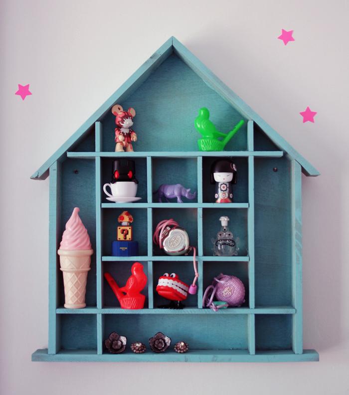Diy customiser une maison miniature en bois poulette magique for Maison miniature en bois