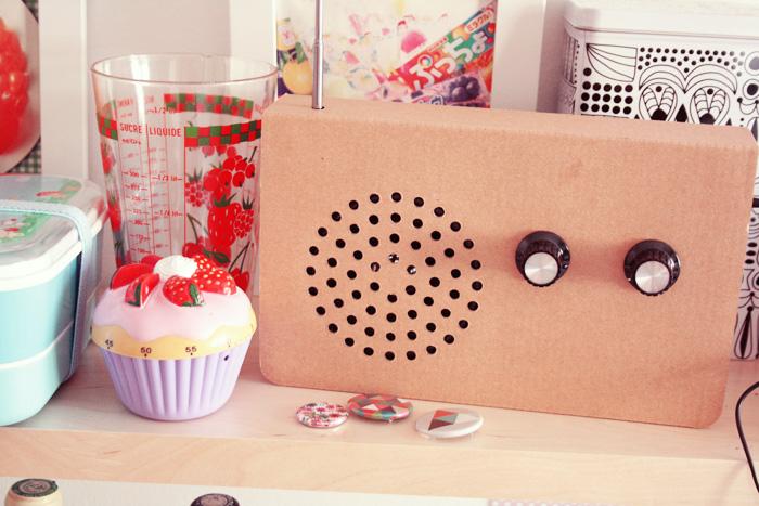 une radio en carton dans ma cuisine – poulette magique