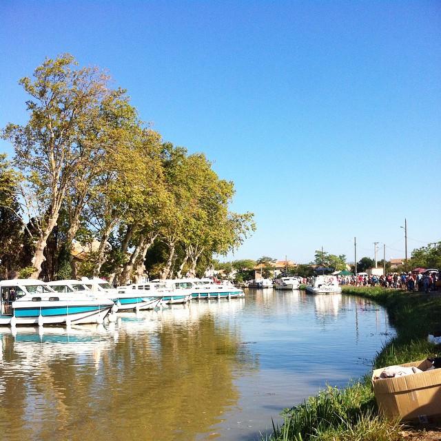 Aujourd'hui j'expose au Sommail dans un chouette vide grenier au bord du canal ✌? #lesommail