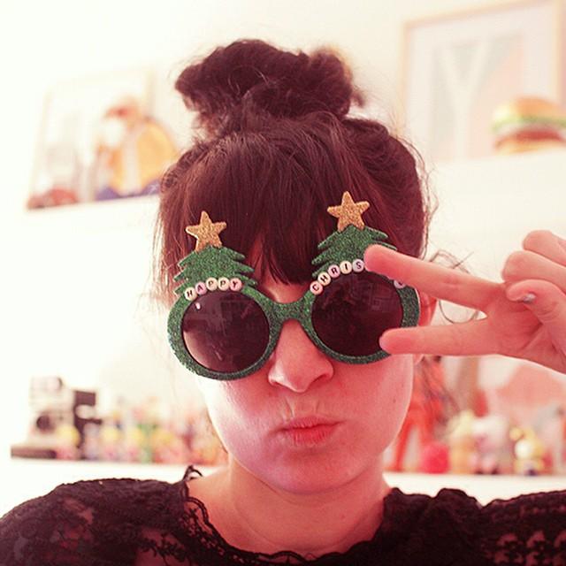 ?Attention Noël j'arrive ! ?? en vrai avec @uoeurope on vous prépare un concours de fouuuu pour Noël ? j'ai hâte de vous montrer ce qu'on vous a préparé ?