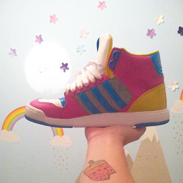 J'ai reçu les Adidas de mes rêves ! Discrètes et qui se mettent avec tout ? ????❤️ #adididas #barbieseraitjalouse