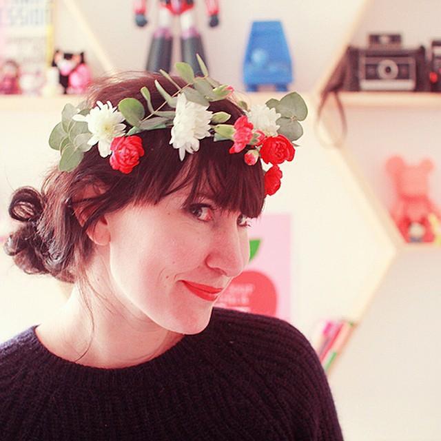 Sur le blog on fabrique une couronne de fleurs aux couleurs de l'hiver ?#lepouvoirdesfleurs #diy