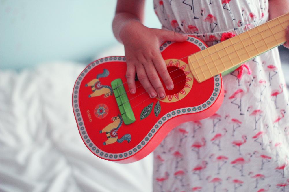 alice-rone-guitare-djeco-3