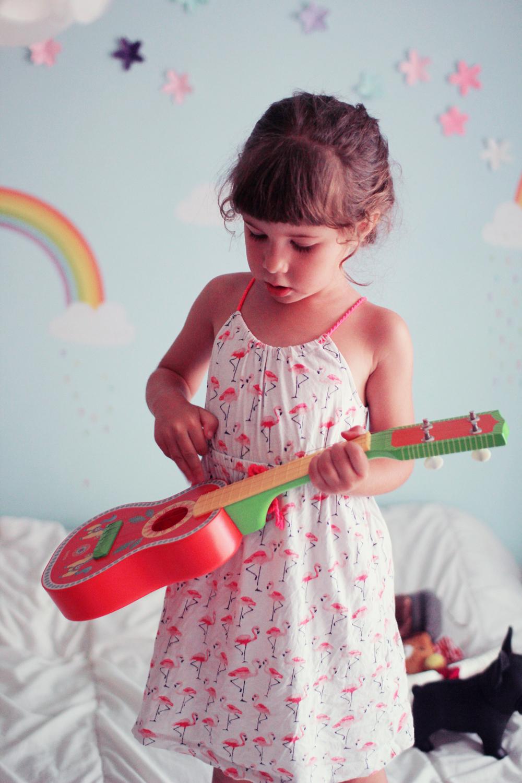 alice-rone-guitare-djeco-4