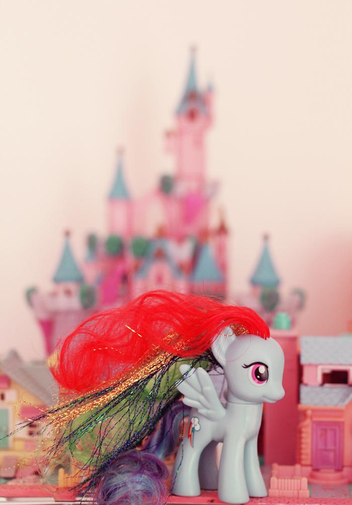 petit-poney-arc-en-ciel