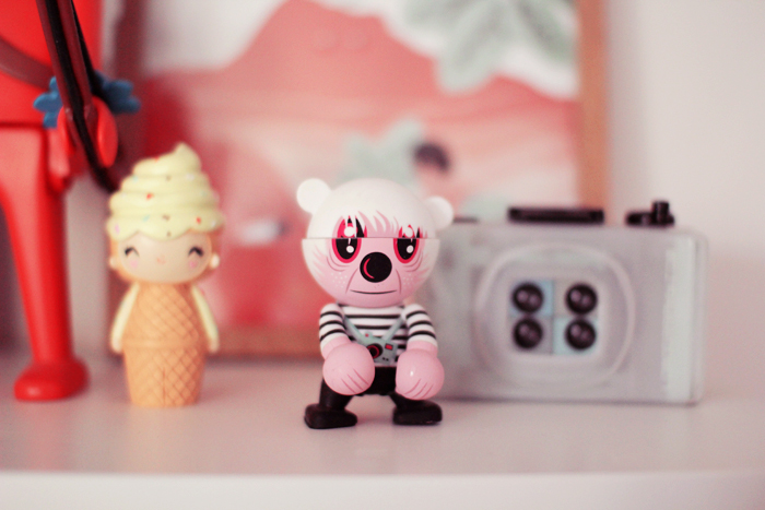 home-deco-girly-pastel-art-toys-1