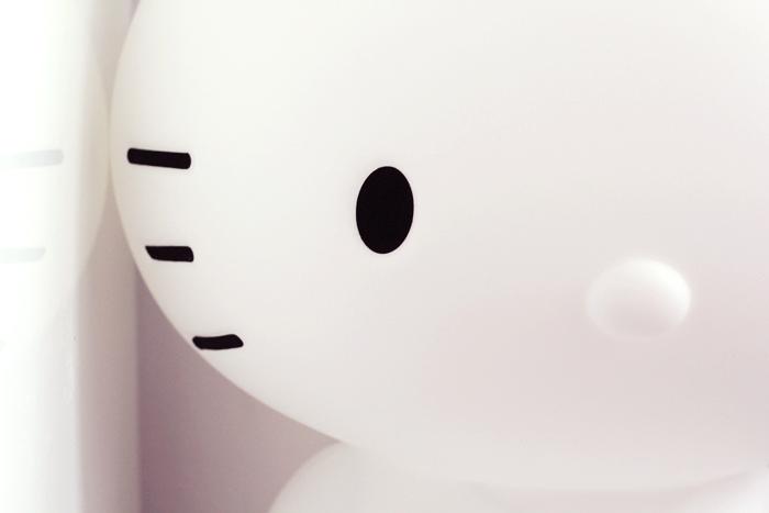 hello-kitty-lamp-2