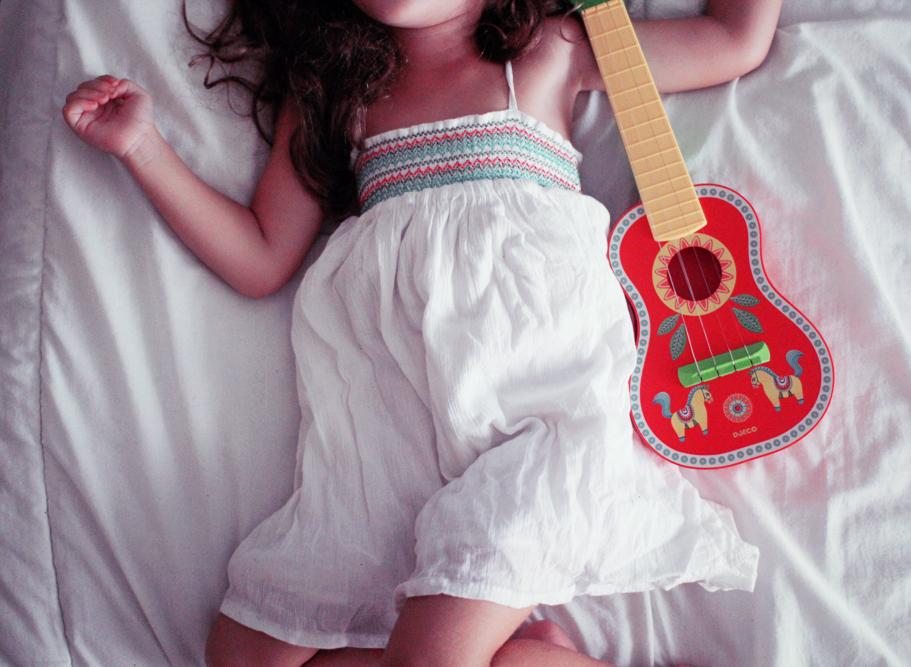 alice-rone-guitare-djeco
